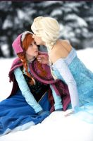 Anna and Elsa by CosplaySymphony