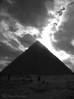 Great Pyramide - Black and white by Moonbird9