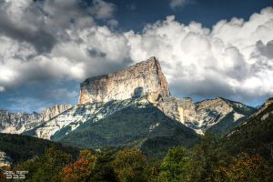 Mont Aiguille by JoelRemy222
