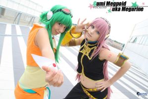 Gumi Megpoid with Luka Megurine - Vocaloid cosplay by Rael-chan89