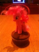 Pinkie and the Cupcake by DankoDeadZone