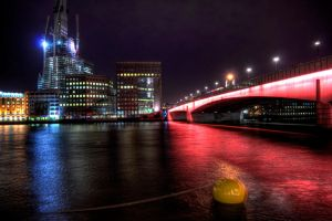 London Bridge by night by GlueR