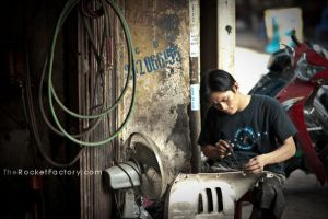 Hard at work by frankrizzo