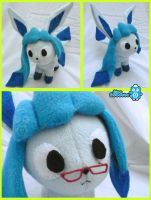 Dikkie the shiny Glaceon by BlueRobotto