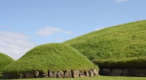 Knowth Passage Tomb by Wollatozzz