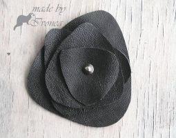Brooch and stud by Ivonea