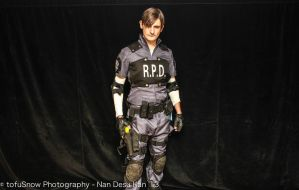 Leon S. Kennedy Cosplay / Resident Evil 2 by RobotRubberDucky