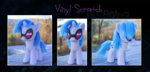 My Little Pony Vinyl Scratch DJ Pon-3 Custom by kaizerin