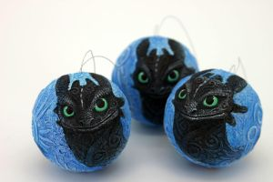 Toothless Christmas balls by hontor
