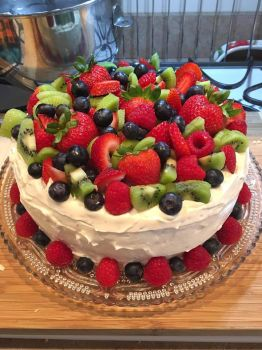 Kitchen Antics - Kiwi Strawberry Sponge Cake by frisket17