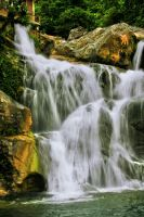 Waterfall in Lhoong, Aceh Besar. by w4y