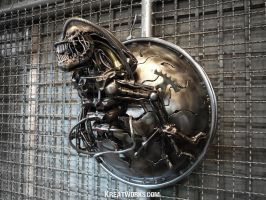 Metal Alien Lamp by Kreatworks