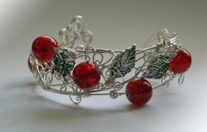 Red Currant cuff by Bodza