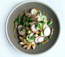 Chicken breast, cucumber and radish salad by beStill4me