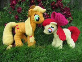 Applejack and Apple Bloom by NerdyKnitterDesigns