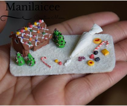 Dollhouse Gingerbread house miniature food by Manilaicee