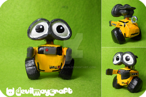 Wall - e micro version by Sbarabaus