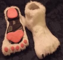 Emmy Skunk Feetpaws by Monoyasha