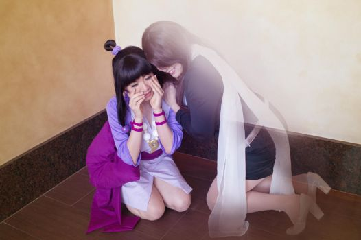 Maya Fey Cries over Mia - Ace Attorney Cosplay by firecloak