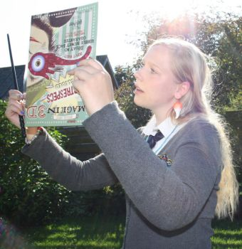 Reading The Quibbler by Kathofel