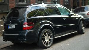 Mercedes-Benz ML63 by ShadowPhotography