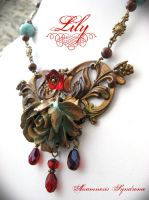 vintage style necklace by Verope