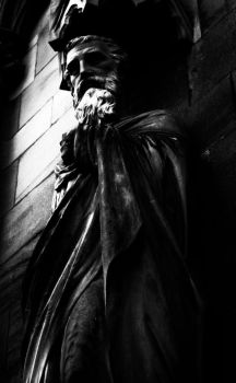 Statue, Lichfield Cathedral by peterggordon