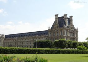 Gardens and a Louvre wing by EUtouring