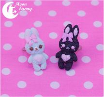 Marshmallow bunny Ring - black and blue by CuteMoonbunny