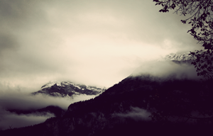 misty mountains by littlewing77