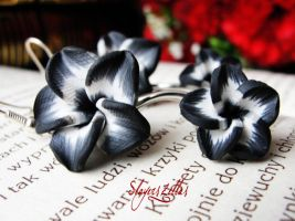 Black and white doubled flowers earrings by Benia1991