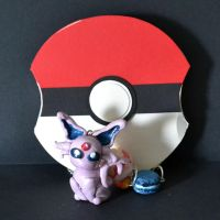 Espeon necklace and pokeball by Loreleiwave