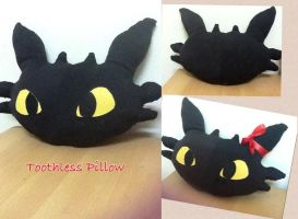 Toothless Pillow (How To Train Your Dragon) by ShamineSaif