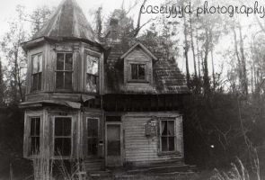 abandoned house by caseyyyd