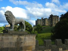 Alnwick Guardian by Queenselphie