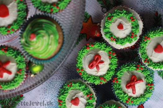 Xmas Cupcakes by JeanetteJewel