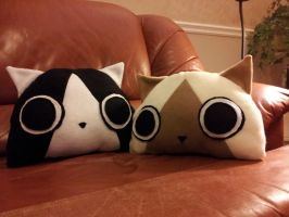 Melynx and Felyne plushie pillows by ValkyriaCreations