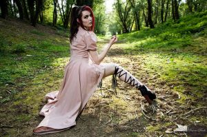 All laced up in the forest by grafik-fashion