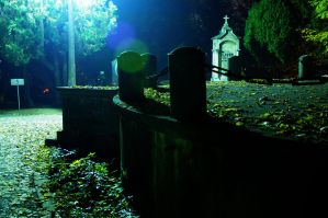 Night in the cemetery - crypt by Seth890603