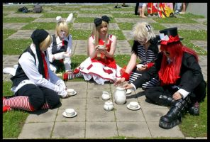 red mad tea party. by Toraiji