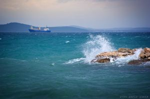 Angry sea by ivancoric