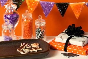 Miniature Halloween Cookies by CaroMcFW