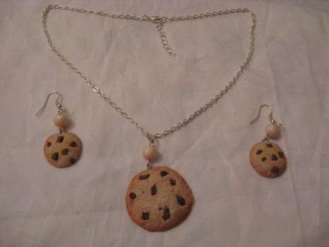 Polymer clay cookie necklace and earrings by assassin-kitty