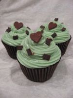 Chocolate Mint cupcakes by assassin-kitty