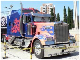 Optimus Prime II by StreetCatProject