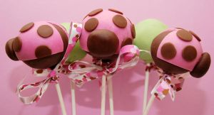 Modern Lady Bug Cake Pops by keriwgd