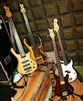 Aval's Bass Corner 2 by Basstard79