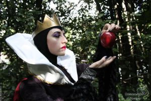 the poisoned apple by MaddMorgana