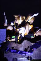 VOCALOID: Kagamine Len and Rin by suki-luna