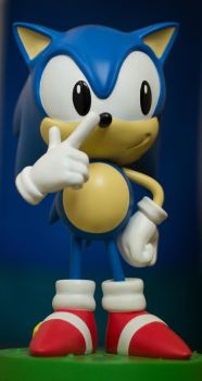 Classic Sonic the hedgehog statue by EGGMAN-X
